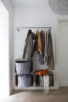 Cheap Closet: Meet 10 Tips and 60 Creative Ideas to Decorate - Decoration, Architecture, Construction, Furniture and decoration, Home Deco Entry Hallway, Entryway, Decoration Hall, Cheap Closet, Cheap Cabinets, Floor To Ceiling Windows, Creative Decor, Home And Living, Interior Inspiration