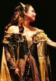 Anda-Louise Bogza Fat Women, Opera, Diva, Lady, Beautiful, Dresses, Fashion, Vestidos, Moda