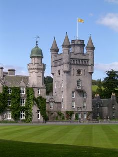 Castle Balmoral Castle - In scholarship the castle, is generally accepted as a coherent conceptBalmoral Castle - In scholarship the castle, is generally accepted as a coherent concept Castle Ruins, Castle House, Medieval Castle, Scotland Castles, Scottish Castles, English Castles, Beautiful Castles, Beautiful Places, Palaces