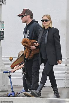 Stepping out: Lara Bingle and Sam Worthington enjoyed a family day out in Los Angeles on T. Marta Ortega, Lara Worthington, Maternity Fashion, Maternity Outfits, Best Mom, Her Style, Casual Chic, Sons, Street Wear