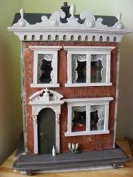 Barbara King's little German dolls house. pic Such a lovely house - the milk bottle and little girl looking through the window add extra charm. (pinned via Joan Joyce - more wonderful photos posted there) Antique Dollhouse, Dollhouse Dolls, Antique Dolls, Vintage Dolls, Dollhouse Miniatures, German Houses, Miniature Houses, Old Dolls, Little Doll