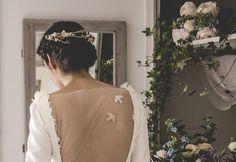 Vestido de novia. Espalda velada con bordado. Colección Melancolie. Wedding dress.