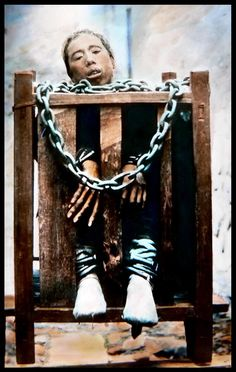 Beheading, strangulation and starvation were all acceptable execution methods in 19th-century China. What's more, even those not sentenced to death could endure days.  A prisoner languishes in a small wooden crate. Notice his long fingers.