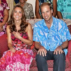 September The Duke And Duchess Of Cambridge Diamond Jubilee Tour. Kate and Will feel the spirit of the Solomon Islands in colorful tropical prints. Kate rocks a pink printed maxi and Will sports a lightweight, sky blue button-up. Kate Middleton Prince William, Prince William And Catherine, Charles And Diana, William Kate, Duke And Duchess, Duchess Of Cambridge, Catherine Cambridge, Cosmopolitan, Windsor