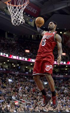 lebron dunks | Miami Heat forward LeBron James slams home a dunk against the Toronto ...