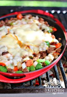 Tacos de alambre recipe: beef, bacon, peppers and cheese Real Mexican Food, Mexican Food Recipes, Ethnic Recipes, Mexican Cooking, Quick Recipes, Beef Recipes, Cooking Recipes, Spinach Recipes, Copycat Recipes