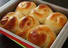 Bread rolls or dinner rolls (Roll-ppang: 롤빵) Maangchi Bread Bun, Bread Rolls, Easy Bread, Pita Bread, Homemade Yeast Rolls, Pain Pizza, Fluffy Dinner Rolls, Caviar D'aubergine, Dinner Bread