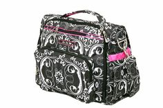 When looking for the best diaper bag, there are many types available. Here we are going to look at the backpack diaper bag. This is probably the best type to choose for a bag that both moms and dads can use interchangeably and not feel out of place. Baby Diper Bags, Cute Diaper Bags, Best Diaper Bag, Baby Bags, Diaper Bag Backpack, Backpack Straps, Convertible Diaper Bag, Bags 2015, Petunia Pickle Bottom