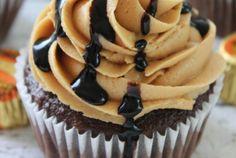 NEW Reese's Peanut Butter Cupcakes Recipe! Easy Homemade Cupcakes Recipe for a chocolate peanut butter cup dessert recipe for birthdays or holiday celebrations! Reeses Peanut Butter Cupcakes, Butter Cupcake Recipe, Homemade Cupcake Recipes, Peanut Butter Icing, Baking Recipes, Dessert Recipes, Baking Ideas, Mini Cakes, Cupcake Cakes
