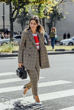 October 2, 2016 Tags Black, Red, Paris, Studded, Plaid, Yellow, Balenciaga, Natasha Goldenberg, Women, Graphic Tees, High Heels, Jackets, Bags, Suits, Blazers, T Shirts, Trousers, 1 Person, SS17 Women's