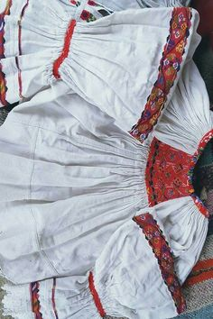Folk Embroidery, Peasant Blouse, Romania, Ethnic, Textiles, Costumes, Traditional, Knitting, Dress Up Clothes