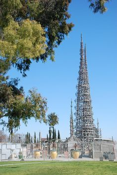 Discover Watts Towers in Los Angeles, California: America's most famous piece of self-built architecture. Famous Buildings, Famous Landmarks, Watts Los Angeles, Watts Towers, San Luis Obispo County, Dream City, California Dreamin', Outsider Art, Wonderful Places