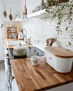 Such a warm and cozy kitchen style . I love the wooden countertop! Do you agree? Cozy Kitchen, Home Decor Kitchen, Kitchen Interior, Home Interior Design, Home Kitchens, Wooden Kitchen, Scandinavian Kitchen, Scandinavian Interior, Home Decor Store