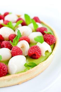 Tarte au thé vert, framboises et lychees - À la crème et au cream cheese - Green Tea, Lychee & Raspberry Tart | Cookbook Recipes