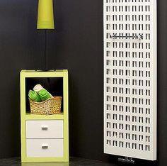 U radiátoru Matrix snadno vyměníte přední panel za jiný; Floating Nightstand, Table, Furniture, Home Decor, Floating Headboard, Interior Design, Home Interior Design, Desk, Tabletop