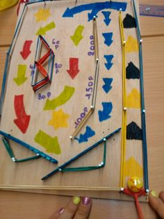 Onderwijs en zo voort ........: 2668. Techniekdingetjes : Flipperkast Diy Projects For Kids, Diy For Kids, Crafts For Kids, Space Projects, Pinball, Diy Pour Enfants, Forest School Activities, Woodworking Toys, Building For Kids