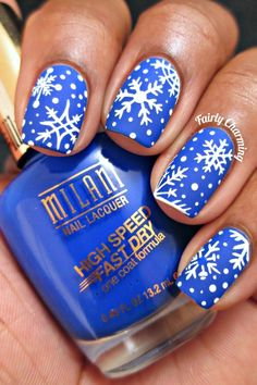 I am presenting before you Christmas snowflake acrylic nail art designs, ideas & stickers of try out these cute Xmas nails and flaunt your style like never before. Christmas Manicure, Xmas Nails, Christmas Nail Designs, Christmas Nail Art, Holiday Nails, Fun Nails, Christmas Snowflakes, Snow Nails, Snowflakes Art