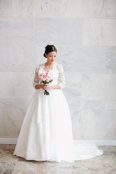Vestido de novia estilo princesa de encaje por bridalblissdesigns