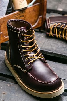 The more you wear them the better they get… The JT exclusive Eastland Shoe Lumber Moc are the perfect boots year round.