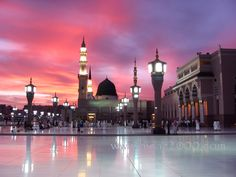 Masjid An Nabawi, Madinah.  <3     Google Image Result for http://www.theislamicemailcircle.com/downloads/Madinah.jpg