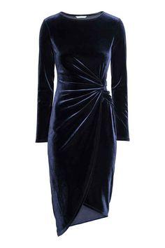 Drapowana sukienka: Sukienka z miękkiego materiału z długim rękawem. W talii ozdobny węzeł. Kopertowy dół z asymetrycznym brzegiem.