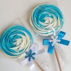 Elsa Birthday Cake, Frozen Birthday Theme, Cookie Cake Birthday, Frozen Theme Party, Elegant Cake Pops, Elegant Cakes, Birthday Party Decorations, Birthday Parties, Lollipop Cookies