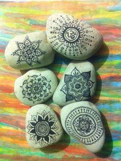 draw mandala on rocks ☯☯☯