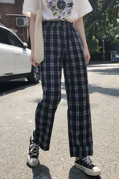 Get Plaid vintage pantnow Exclusively on Aestlook with Free Worldwide Shipping - Plaid vintage pant on SALE! Plaid Pants Outfit, Plaid Outfits, Basic Outfits, Cute Casual Outfits, Retro Outfits, Indie Outfits, Loose Pants Outfit, Plaid Fashion, Fashion Pants