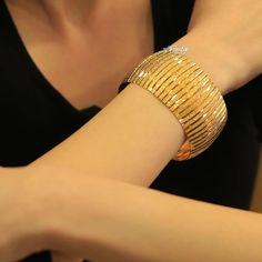"""Altın Kaplama 4 Cm  Bilezik SADECE 119 TL Adet 👈  Ürünlerimiz Tamamiyle """" ALTIN """" İşçiliğinde Üretilmektedir Renk Olarak Gram Olarak… Gold Bangles Design, Gold Jewellery Design, Gold Jewelry, Designer Bangles, Modern Jewelry, Jewelry Sets, Jewelery, Jewelry Bracelets, Bridal Jewelry Vintage"""