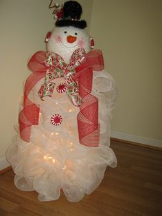 Deco Mesh Tomato Cage Snowman | Snowman Wreath made at Christmas. Used a tomato cage as the base and a ...