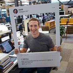 Em foto no seu perfil do Facebook, Mark Zuckerberg aparece em frente a um computador com a webcam tapada (Foto: Reprodução/Facebook)