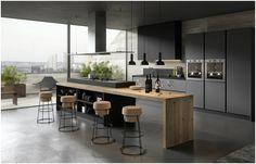Просторная кухня в чёрном цвете