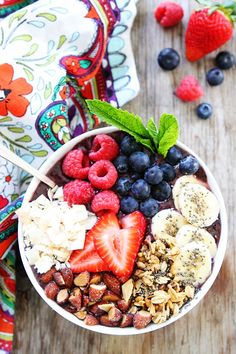 Berry Banana Smoothie Bowl Recipe on twopeasandtheirpod.com This healthy smoothie bowl is great for breakfast, snack time, or even dessert. Add your favorite toppings! The choices are endless!