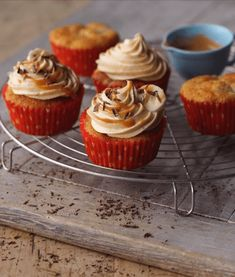 A must for all banoffee fans. Delicious banana muffins with a gorgeous, caramel icing. Get the recipe here. Banoffee Cupcakes, Banana Cupcakes, Banana Cheesecake, Chocolate Hazelnut Cake, Chocolate Shavings, Muffin Recipes, Cupcake Recipes, Caramel Icing