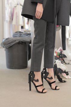 Printed Shoes Hit The Catwalk Of Royal Academy Fashion 3d Fashion, Estilo Fashion, Fashion Design, Crazy Shoes, Me Too Shoes, Mode 3d, 3d Prints, Unique Shoes, Textiles