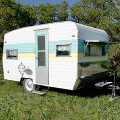 Tin Can Tourists - List of all manufacturers Retro Caravan, Camper Caravan, Retro Campers, Vintage Campers, Vintage Rv, Vintage Caravans, Vintage Travel Trailers, Hot Trailer, Shasta Trailer