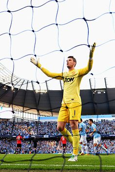 The best images from the first Manchester derby of the season - and the first ever for managers David Moyes and Manuel Pellegrini Play Soccer, Football Soccer, Soccer Teams, Manchester Derby, Manchester United, Soccer Shoot, Center Sport, Bobby Charlton, Most Popular Sports