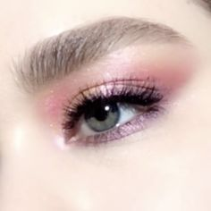 Learn how to create this shimmering purple and pink eye makeup look using Pat McGrath Labs 'MTHRSHP Subversive: La Vie en Rose' eyeshadow palette. The iconic palette includes warm peach, bright fuchsia pink, rich purples, and metallic gold pigments Make Up Tutorial Eyeshadows, Black Eyeshadow Tutorial, Brown Eye Makeup Tutorial, Makeup Eyeshadow, Hair Makeup, Summer Eyeshadow, Eyebrow Makeup, How To Use Eyeshadow, Korean Eyeshadow