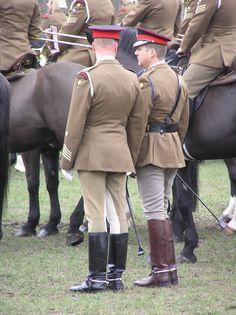 Cop Uniform, Men In Uniform, British Soldier, British Army, Tall Boots, Black Boots, Queens Guard, Army Post, Major General