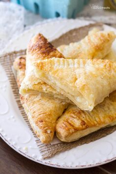 Lemon Cream Turnovers Recipe ~ This easy lemon cream turnover recipe uses only 6 ingredients, making them a quick and easy breakfast, snack or dessert! ~ http://www.julieseatsandtreats.com