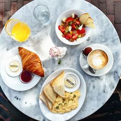 KESSENS Located in Rozengracht, Amsterdam it's an easily accessible and simultaneously beautiful place for brunch. Breakfast Menu, The Breakfast Club, Greek Girl, Brunch Places, Sweet Cupcakes, High Tea, Amsterdam, Beautiful Places, Lunch