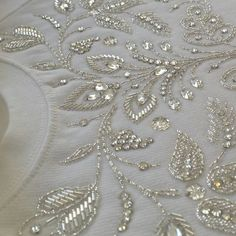 #broderie #embroidery #broderiemain #handembroidery #glazig #quimper #blanc #white #perles #beads #perlage #beading