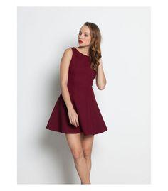Vestido corto color vino con vuelo