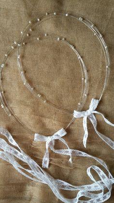 Στέφανα γάμου απο ασήμι και μαργαριτάρια. Ανάλαφρα και ρομαντικά. Φτιαγμένα από την olivia Mods Wedding Crowns, Diy Wedding, Wedding Bands, Sparkle Wedding, Flower Crowns, Handmade Jewellery, Wedding Accessories, Save The Date, Diy And Crafts