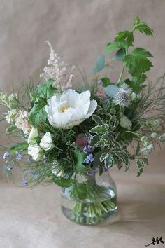 Rento niittymäinen kukkakimppu