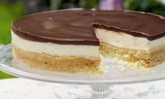 Oh my goodness, this is such an indulgent dessert. You should serve small portions as it is rich, but I guarantee everyone will come back for second helpings! British Baking Show Recipes, British Bake Off Recipes, British Desserts, Great British Bake Off, Baking Recipes, Mary Berry Shortbread, Mary Berry Cheesecake, Caramel Shortbread, Mary Berry Baking