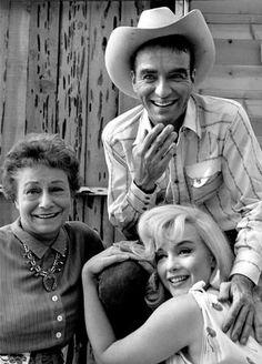 """Vidas rebeldes. Tres de los protagonistas de<em> Vidas rebeldes</em>: Telma Ritter, Monty y Marilyn Monroe. <strong><a href=""""http://www.youtube.com/watch?v=9M53pOYYlX0"""">(Ver vídeo de la escena del teléfono de Monty)</a></strong>"""