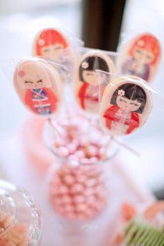 Cookies de bonequinhas Kokeshi festa japonesa para meninas