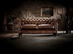 Proporción A veces gastamos dinero en comprar muebles caros y de impecable diseño y, sin embargo, hay algo que no cuadra. Miramos nuestro salón y no nos gusta. Nos gustan las sillas de diseño, la mesa y el resto de los muebles individualmente. Los colores que hemos escogido combinan bien y están a la última y todos los accesorios son bonitos y de calidad pero algo no está bien. #decoración   #interiorismo   #inspiración  #diseño #salon https://dhomeklub.com