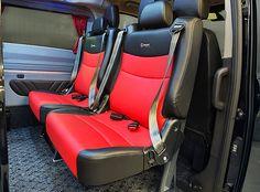 Uusi, innovatiivinen Carsport-Clip-istuin helpottaa kuljettajan arkea entisestään. Kokonaan ylösnouseva istuinosa tuo lisää tilaa matkustamoon pyörätuoli- ja paarikuljetuksissa sekä helpottaa autoon nousemista.
